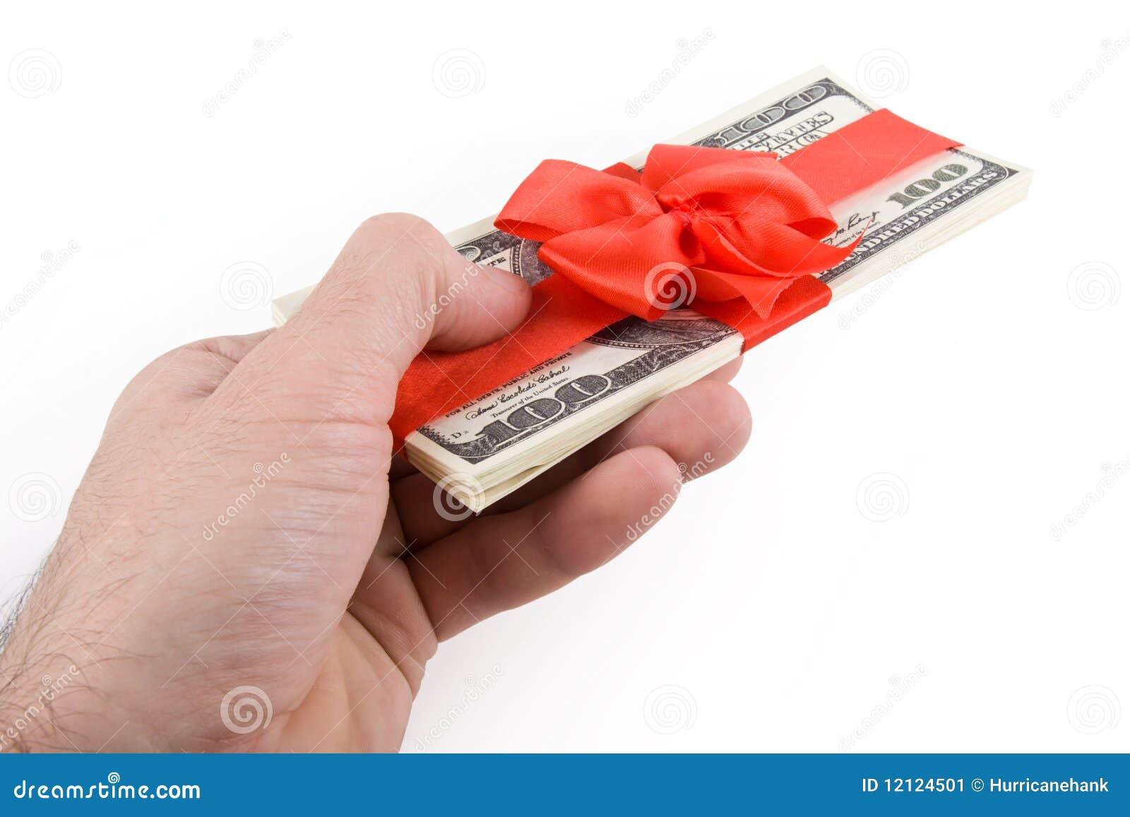 Männliche Hand, die weg Satz Dollaranmerkungen gibt