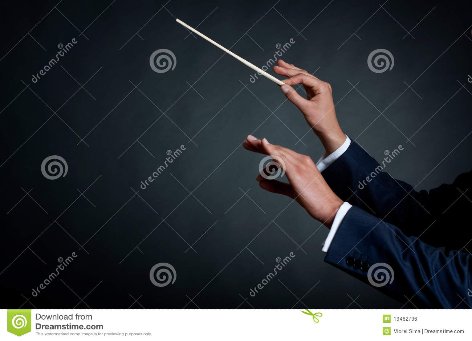 Männlicher Orchesterleiter