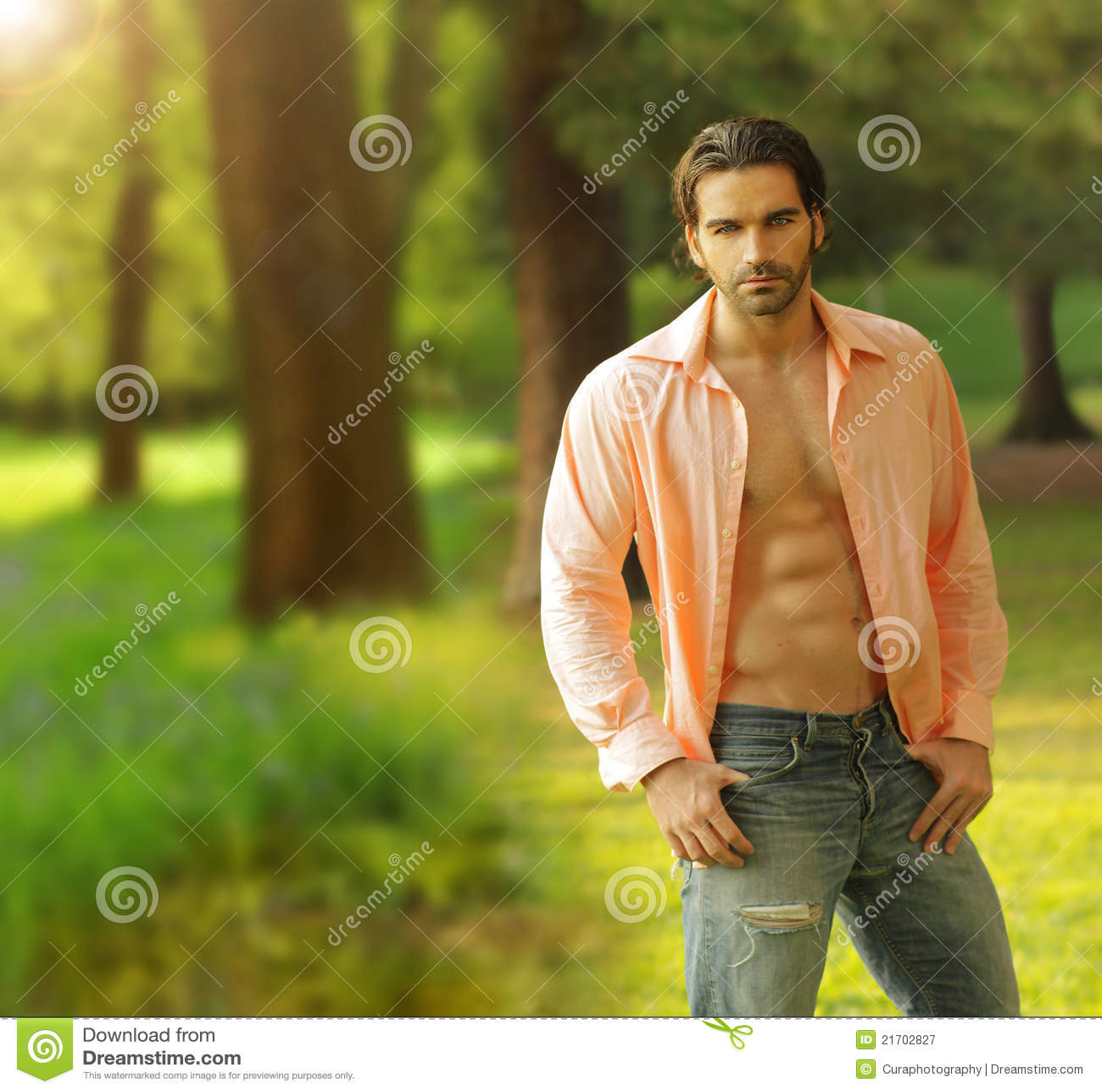 Männliches Baumuster draußen