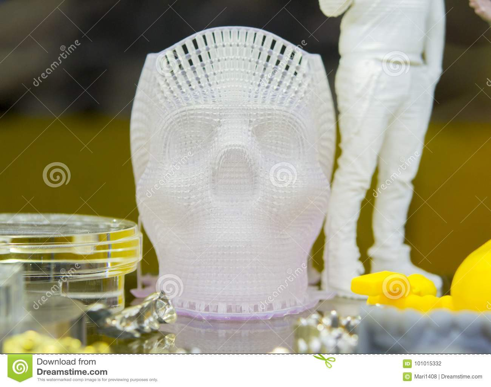 Mänsklig skalle som skrivs ut på en printe 3d