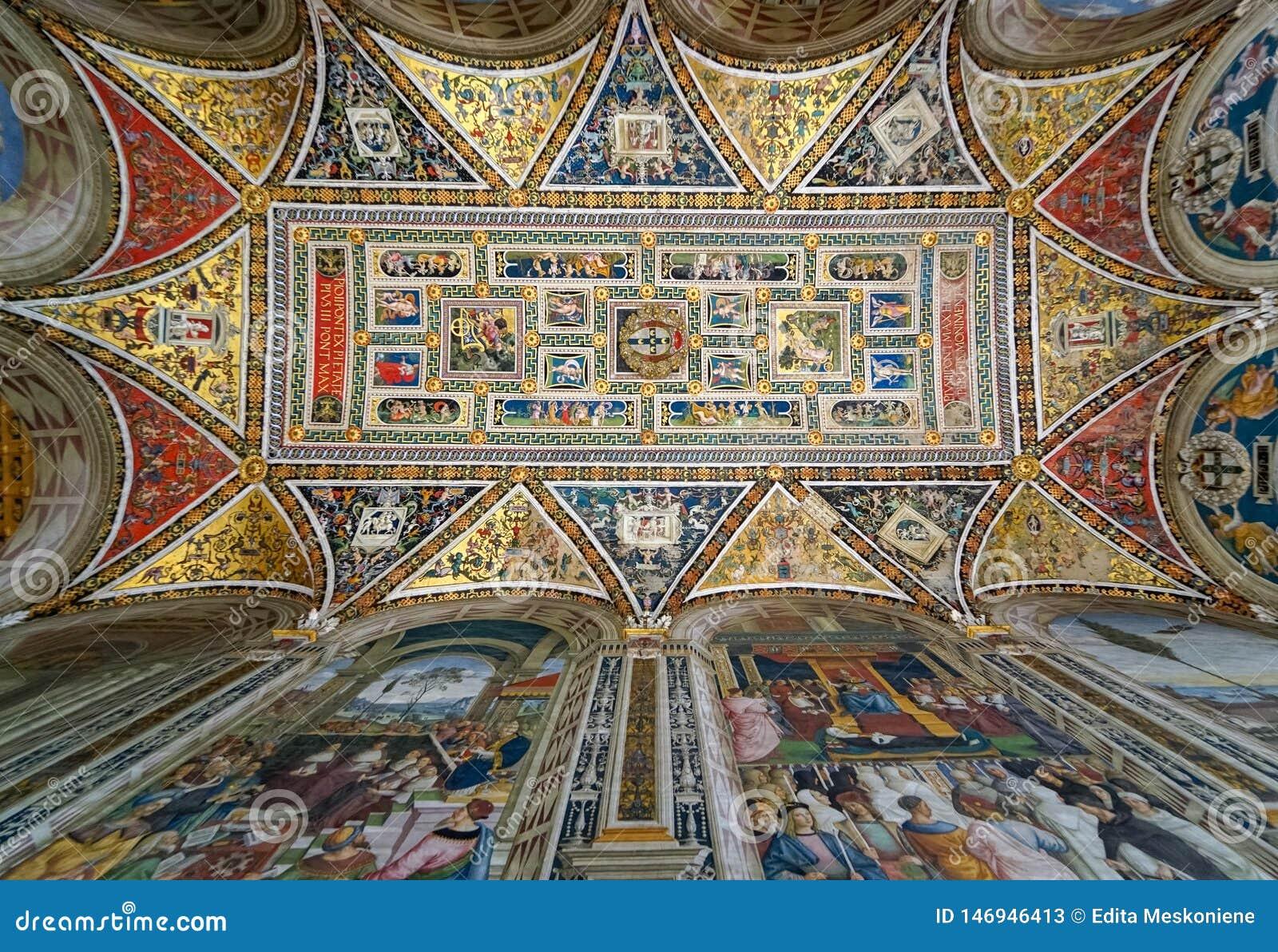 Måla på taket i det Piccolomini arkivet i Siena Cathedral, Italien