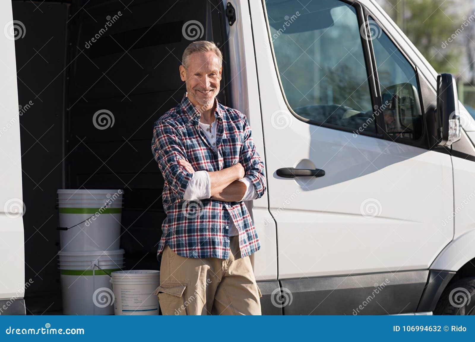 Målareanseende mot skåpbilen