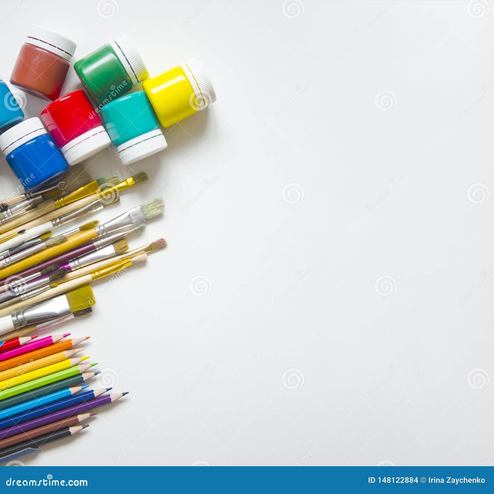 Målarfärger och borstar, blyertspenna