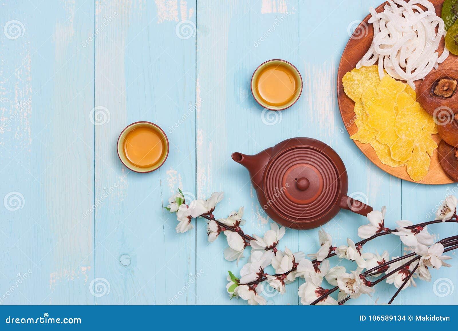 Mån- garnering för nytt år som är traditionell med asiatisk kultur