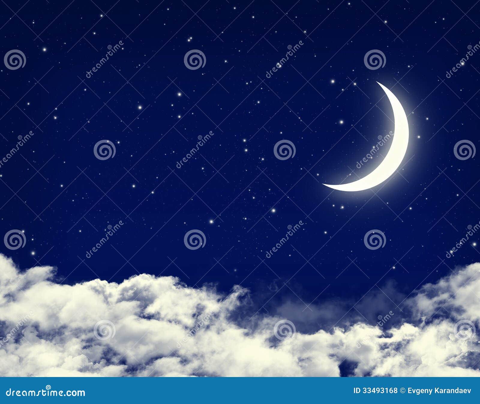 Måne och stjärnor i en blå himmel för molnig natt