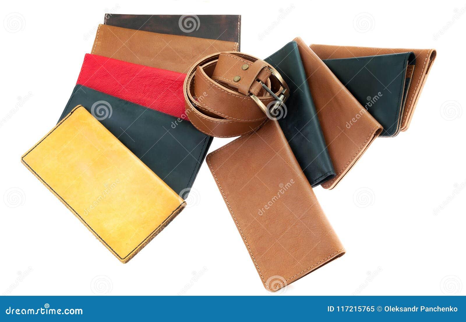 Mång--färgade läderplånböcker och ett bälte lädertillbehör