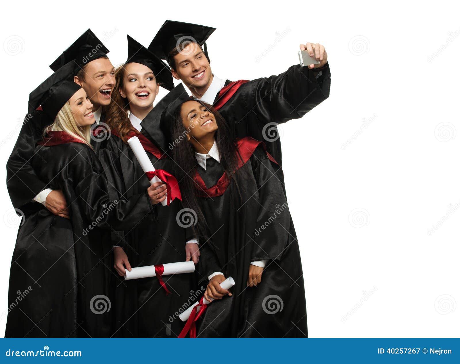 Mång- folkgrupp av graderade studenter