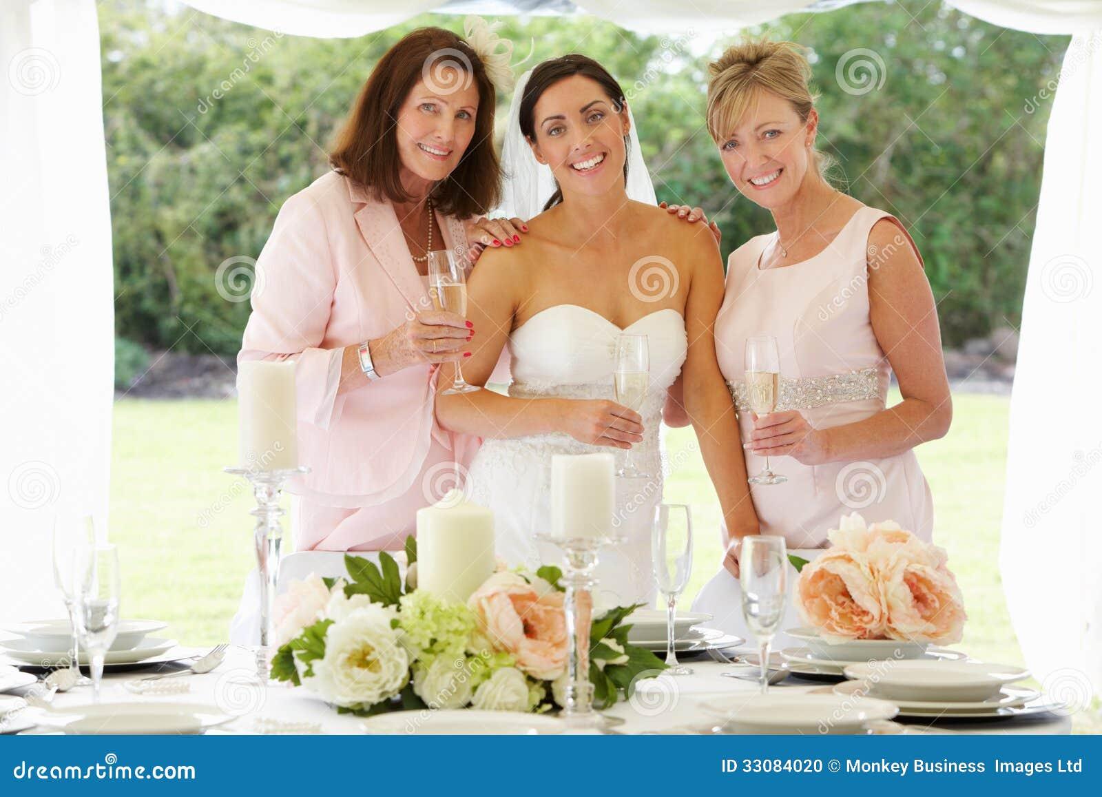 Mång- utvecklingskvinnor på bröllop