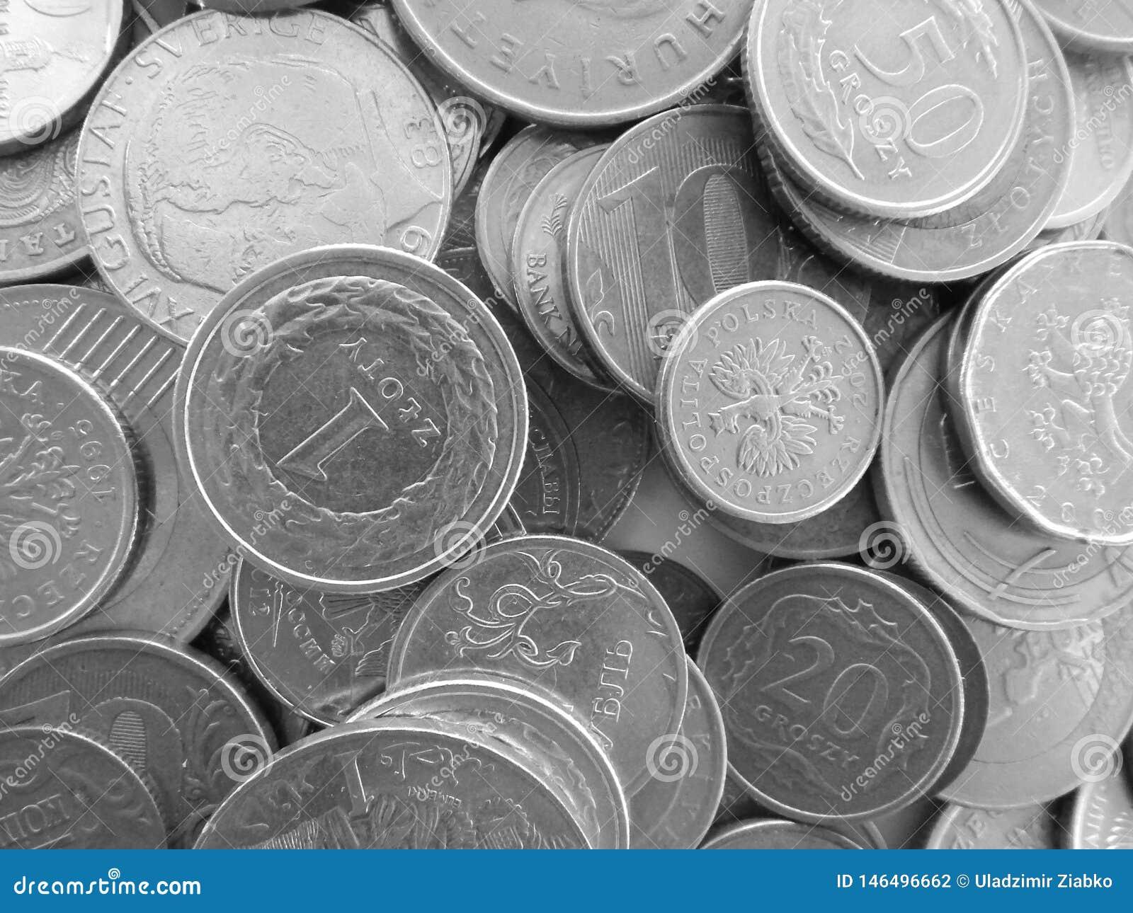 Många mynt av olika länder