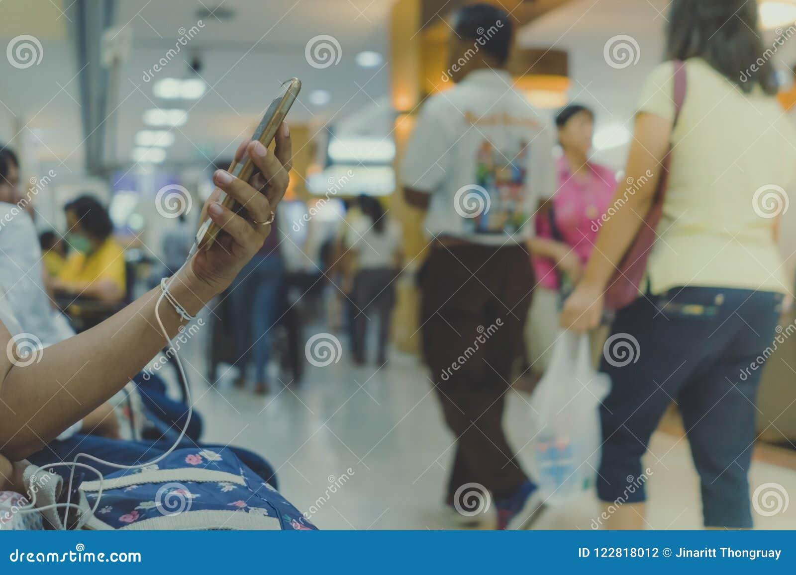 Många väntar patienten på doktorer och sjuksköterskor