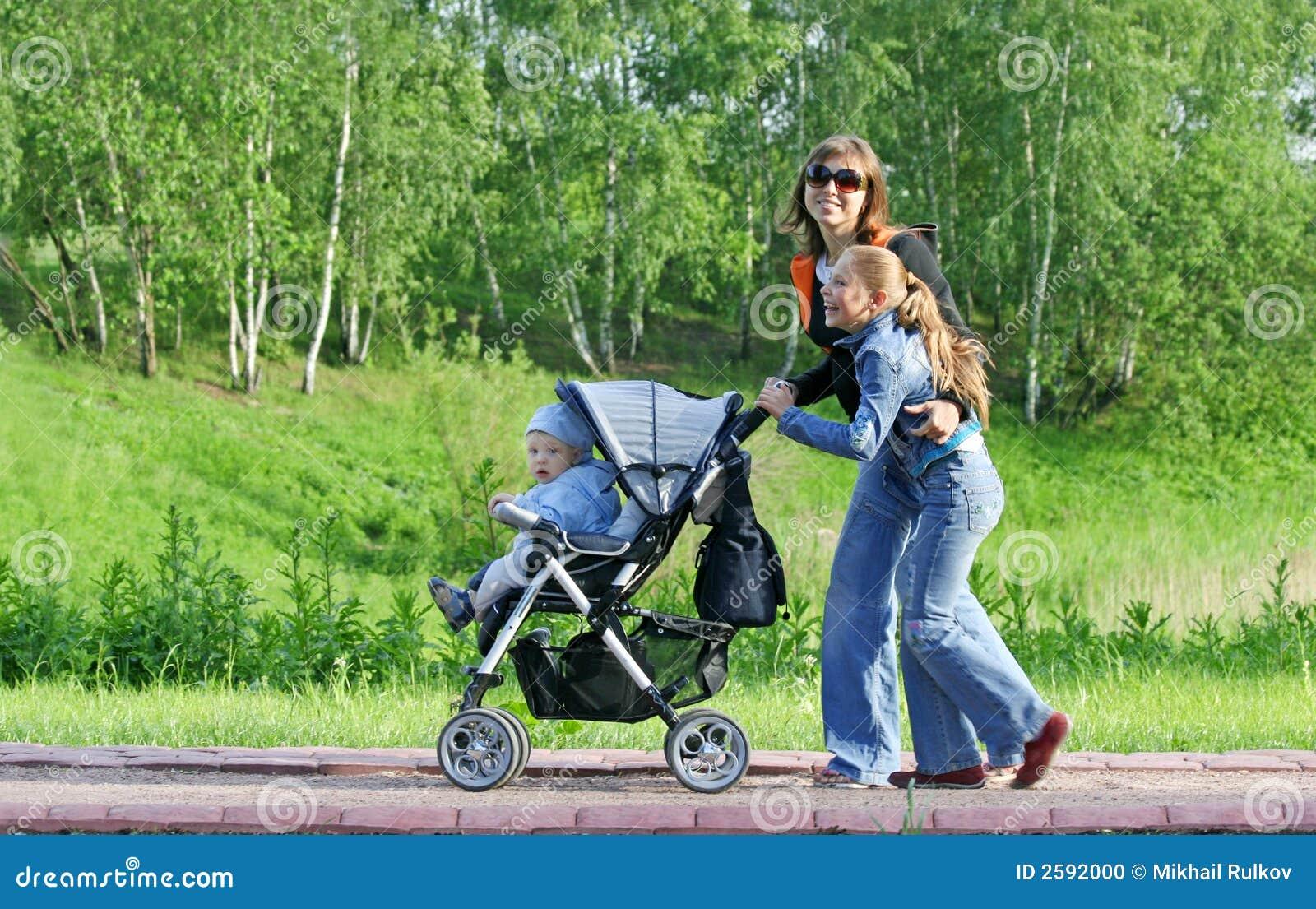 Mère avec des enfants