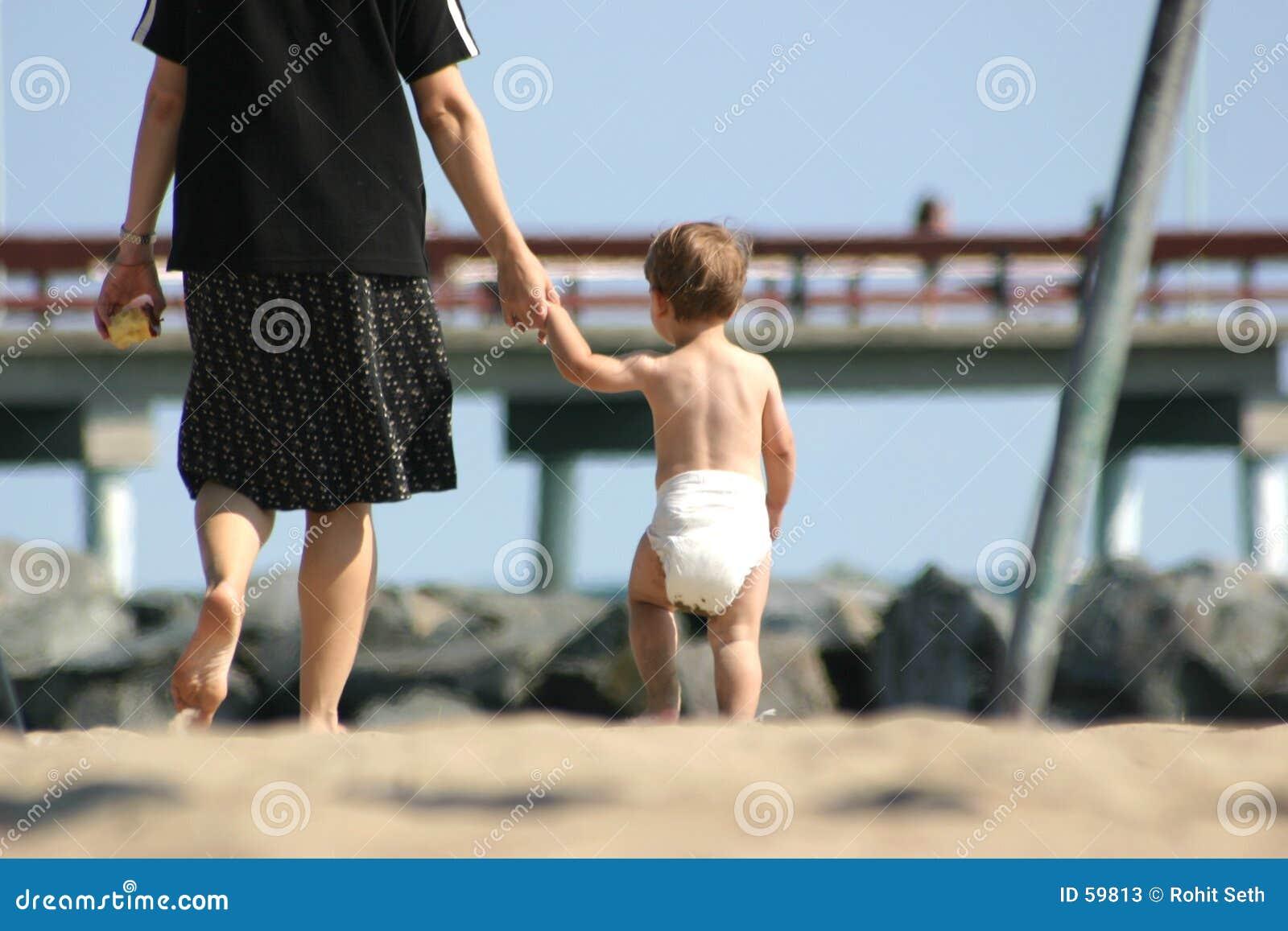 Download Mère et enfant image stock. Image du intrusion, solitaire - 59813