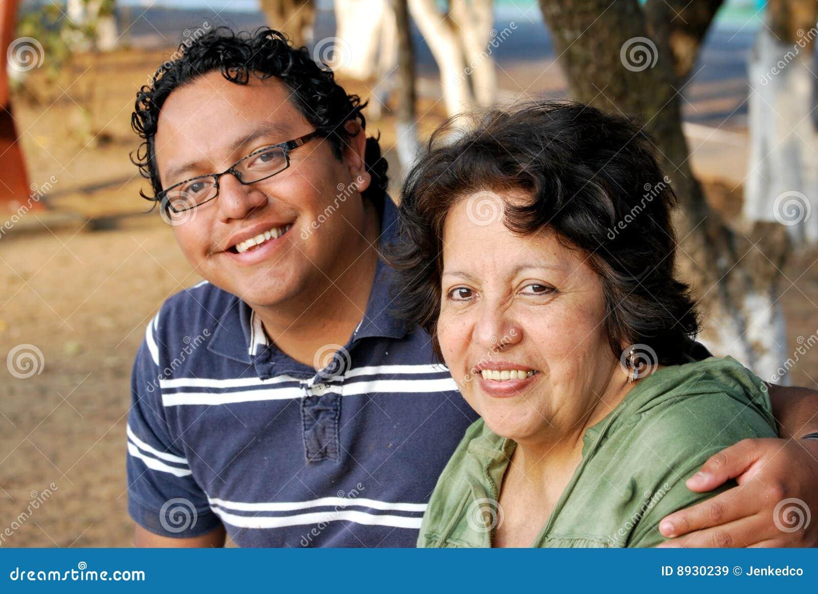 Mère et fils hispaniques
