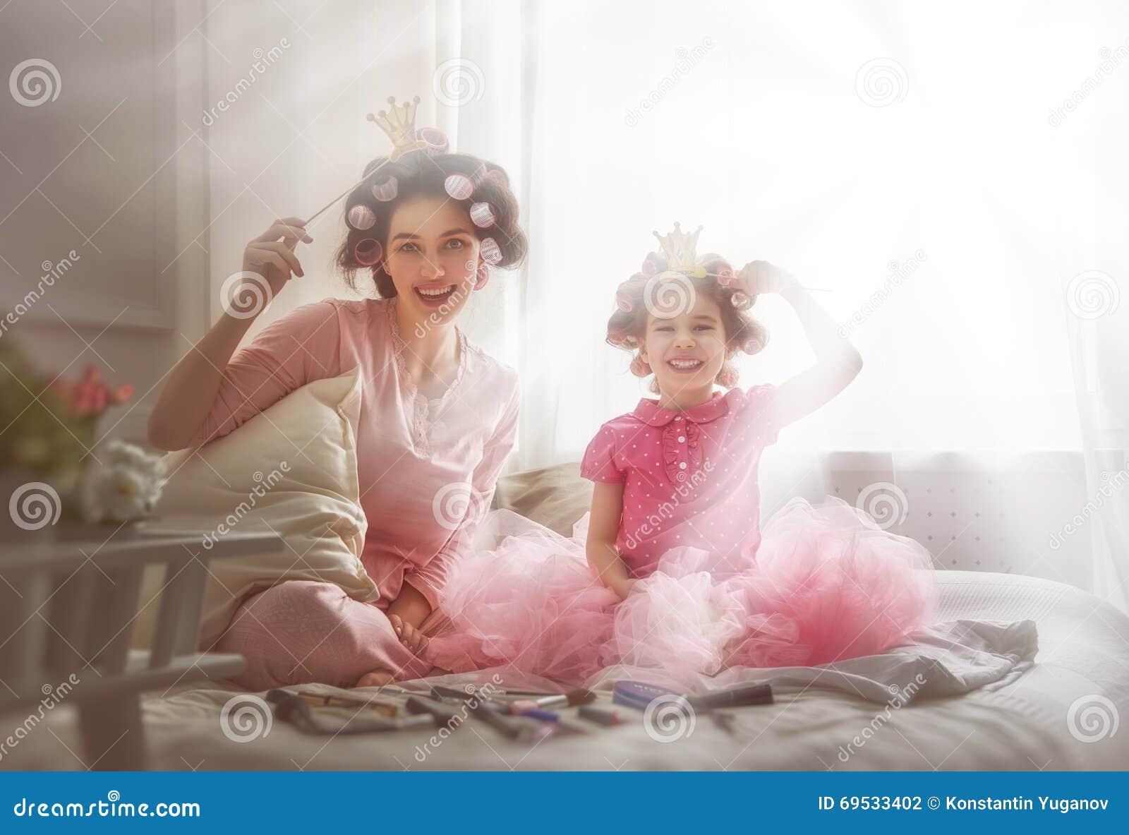 Mère et sa fille d enfant