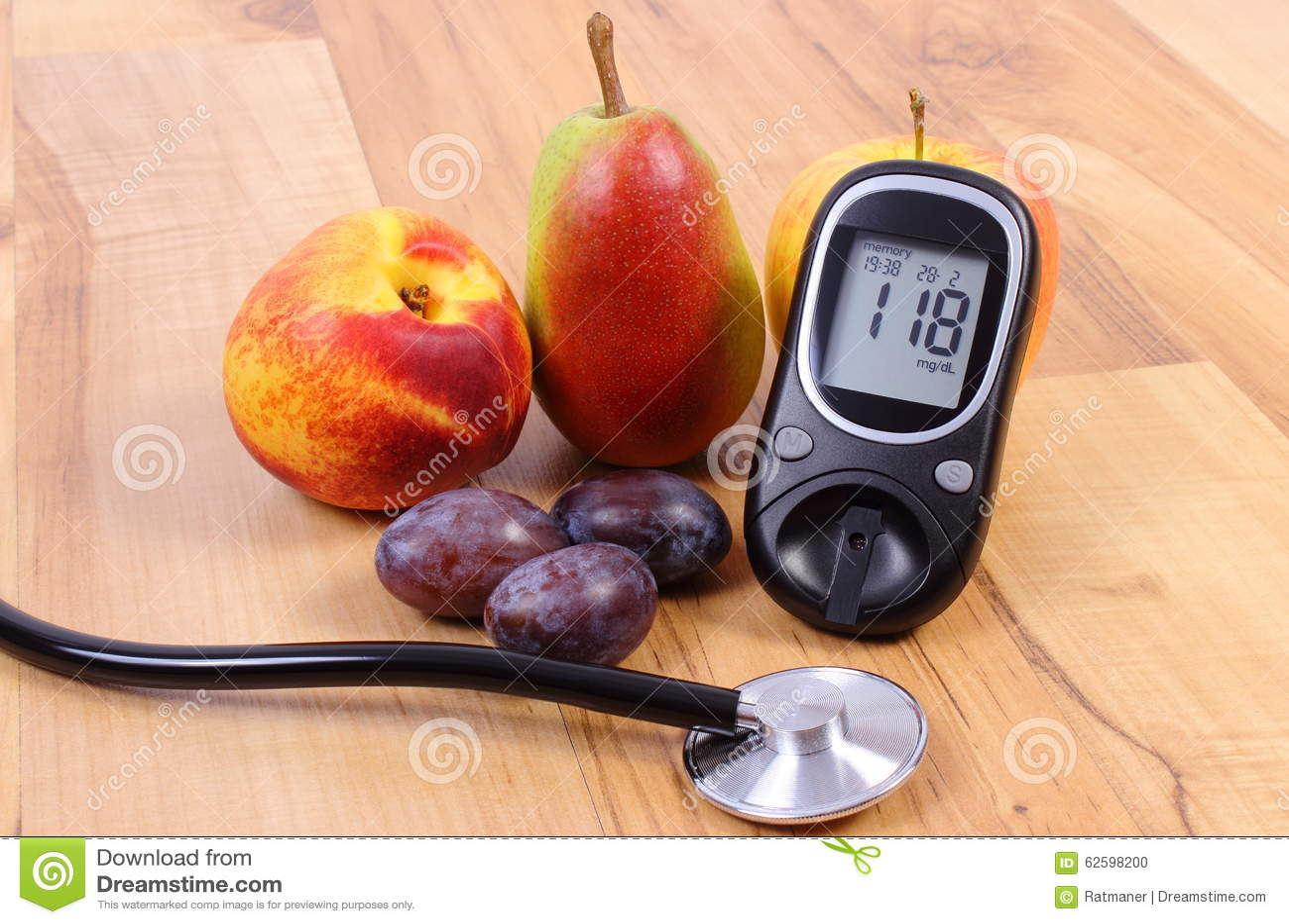 Mètre de glucose avec le stéthoscope et les fruits frais médicaux, mode de vie sain