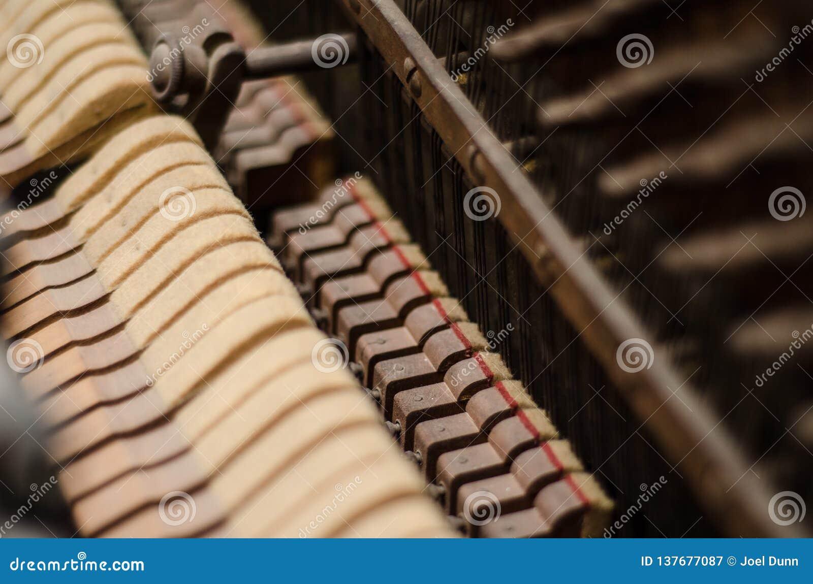 Mécanisme poussiéreux de piano