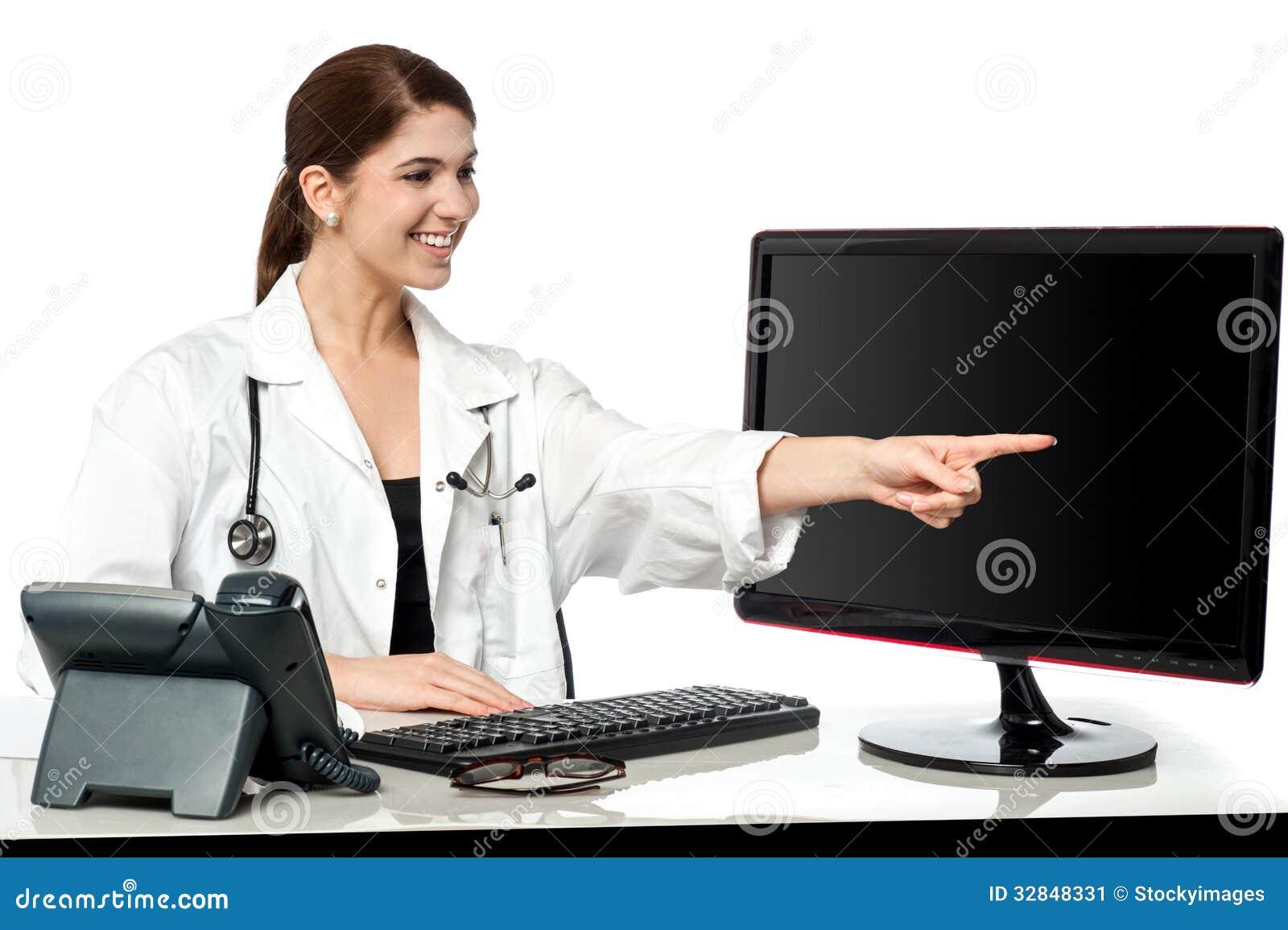 Médecin féminin dans sa clinique