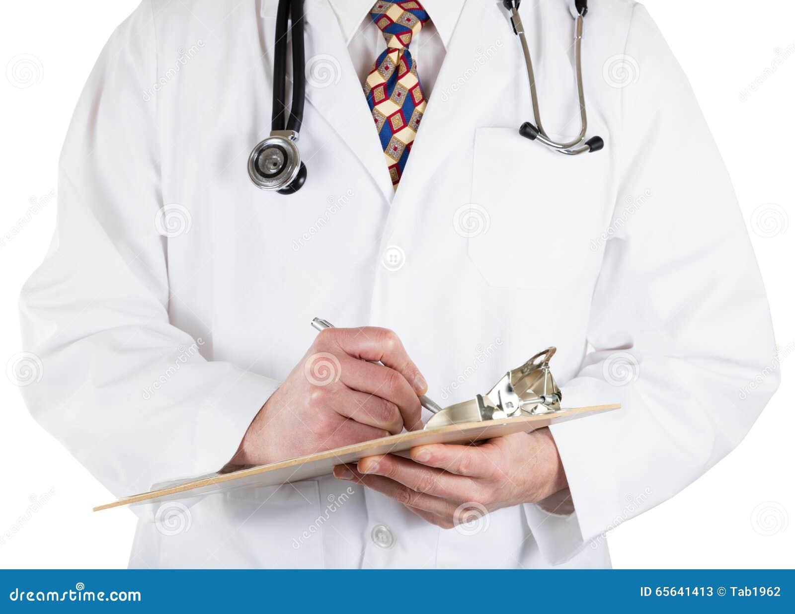 Médecin tenant le panneau et le stylo d agrafe