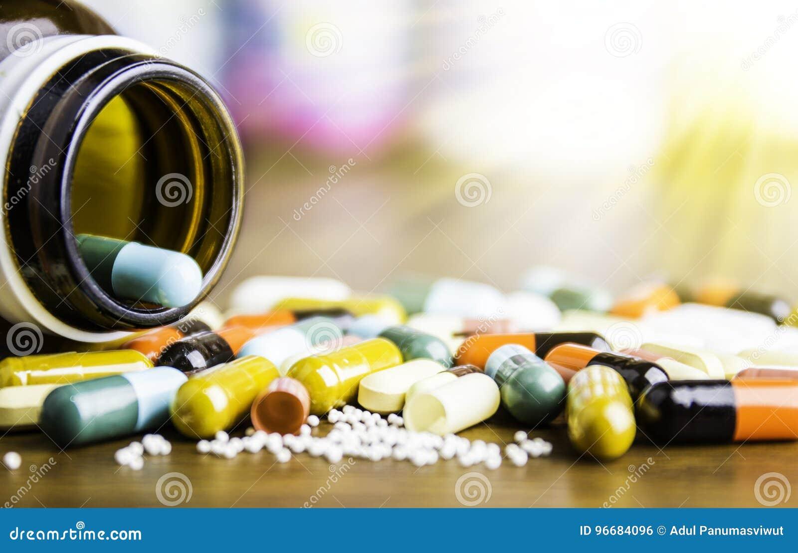 Médecine ou capsules Prescription de drogue pour le médicament de traitement Médicament pharmaceutique, traitement dans le récipi