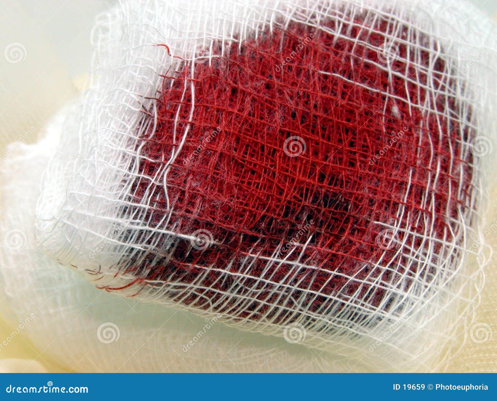 Médical : Bandage sanglant de gaze