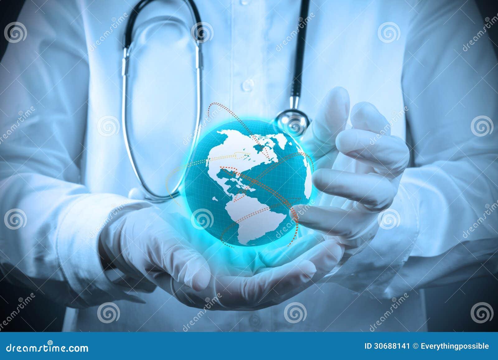 Médico que guarda um gobe do mundo em suas mãos