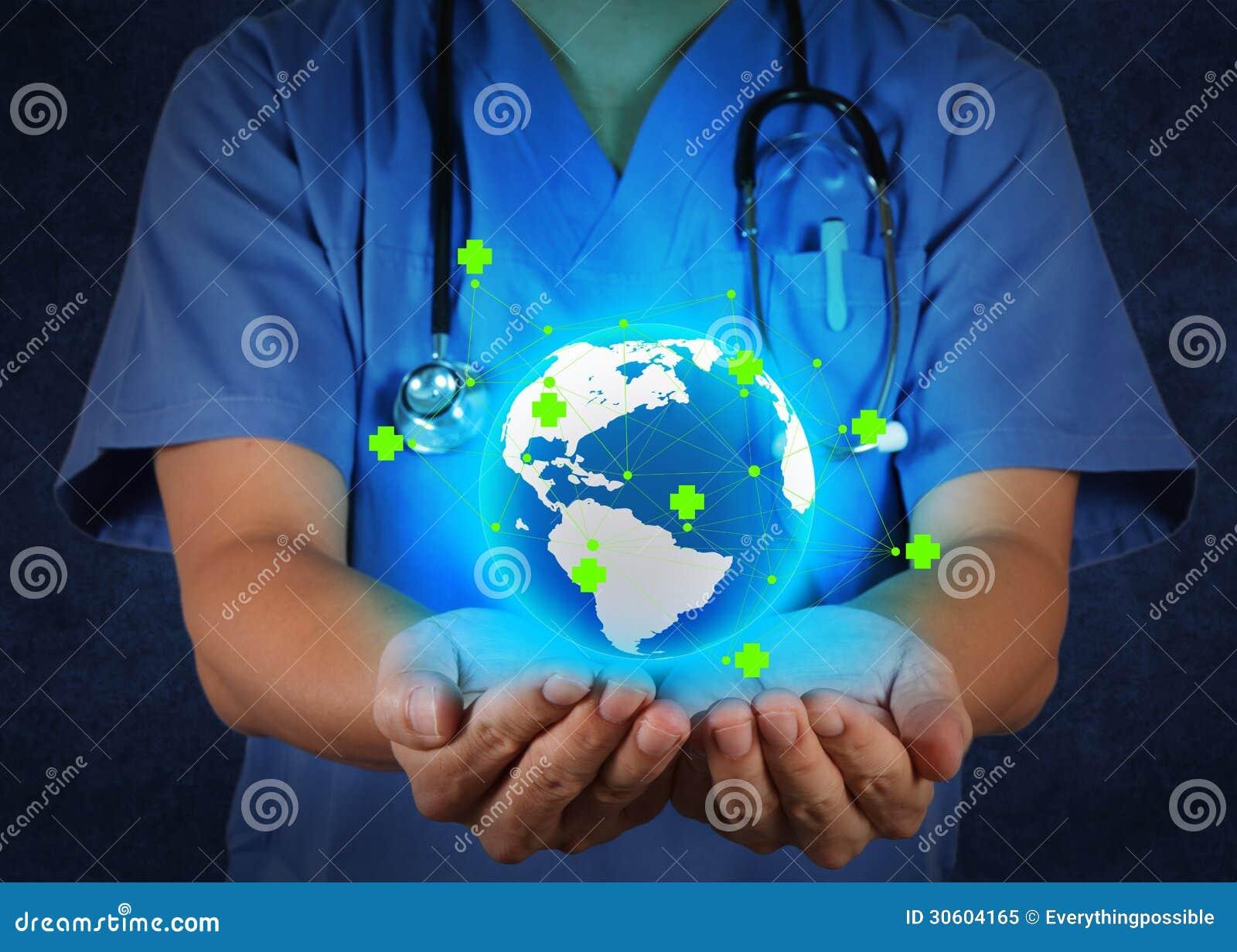 Médico que guardara um globo do mundo em suas mãos como a rede médica