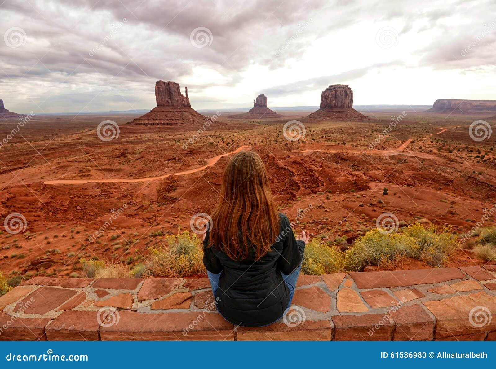 Méditation de vallée et de désert de monument