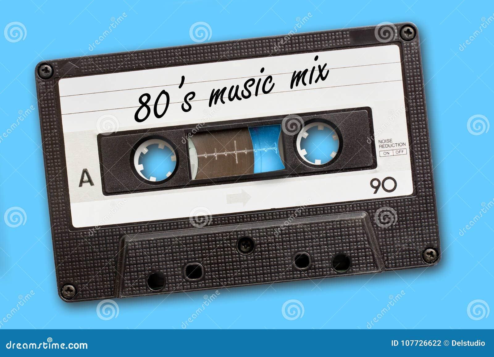 Mélange de musique de 80 ` s écrit sur bande de cassette sonore de vintage, fond bleu