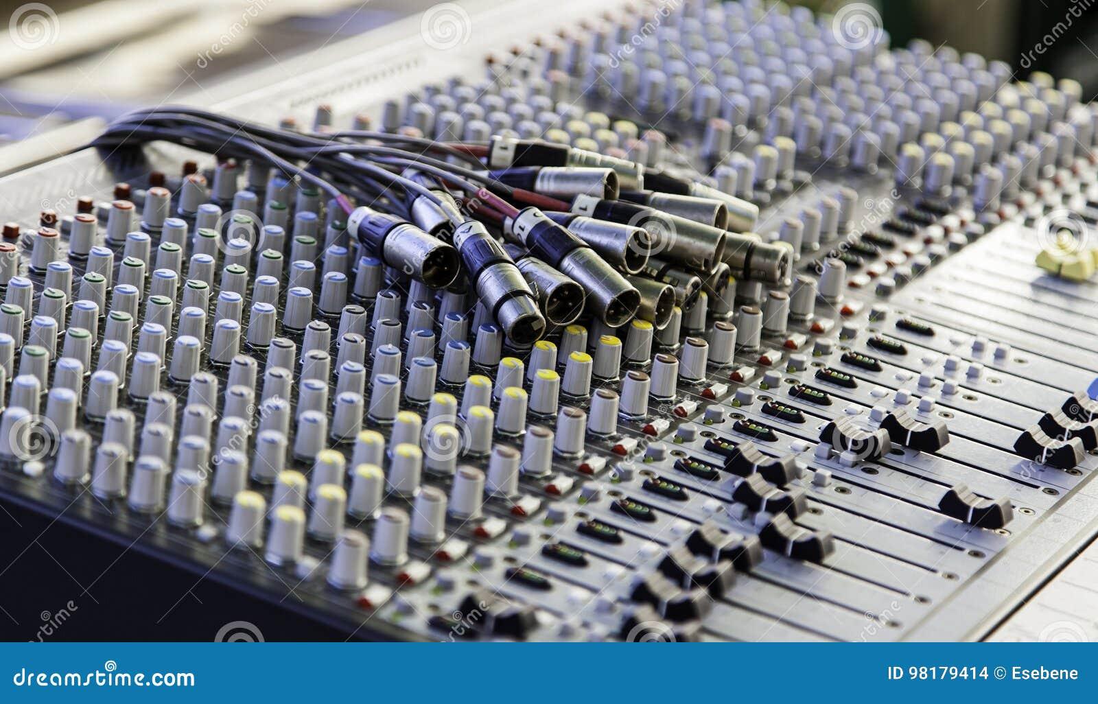 Mélangeur dans un studio d enregistrement