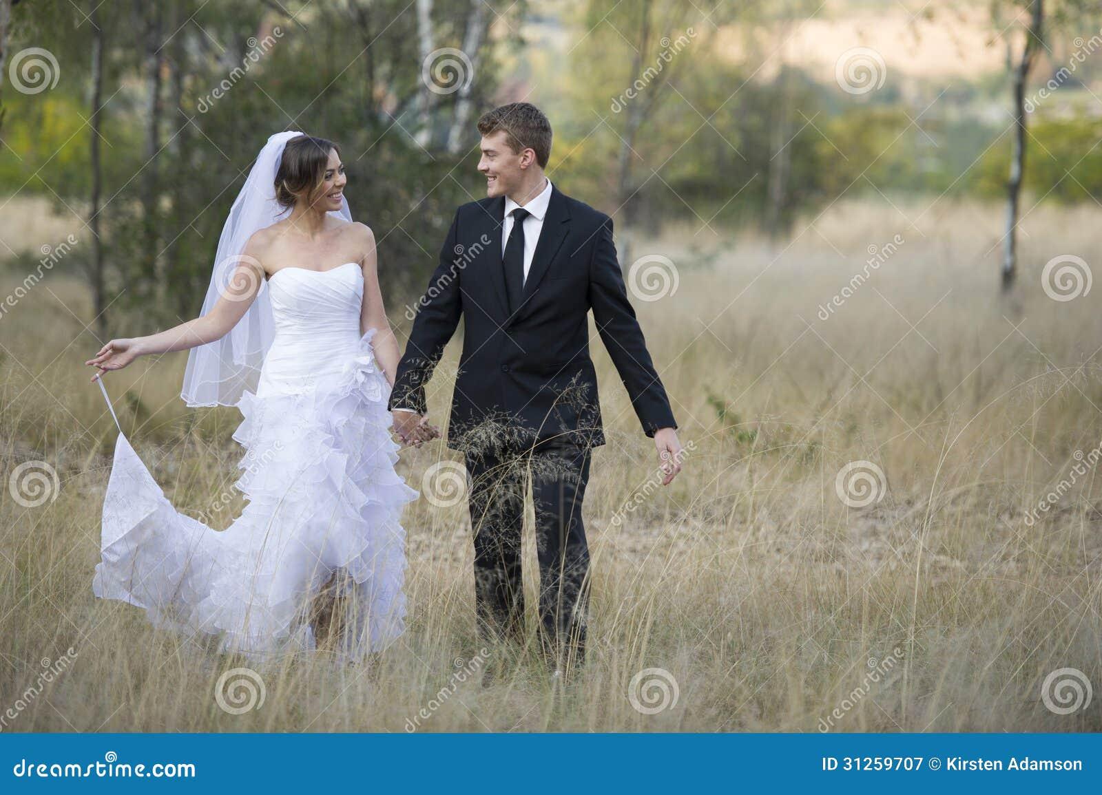 Ménages mariés nouvellement dans l environnement extérieur naturel