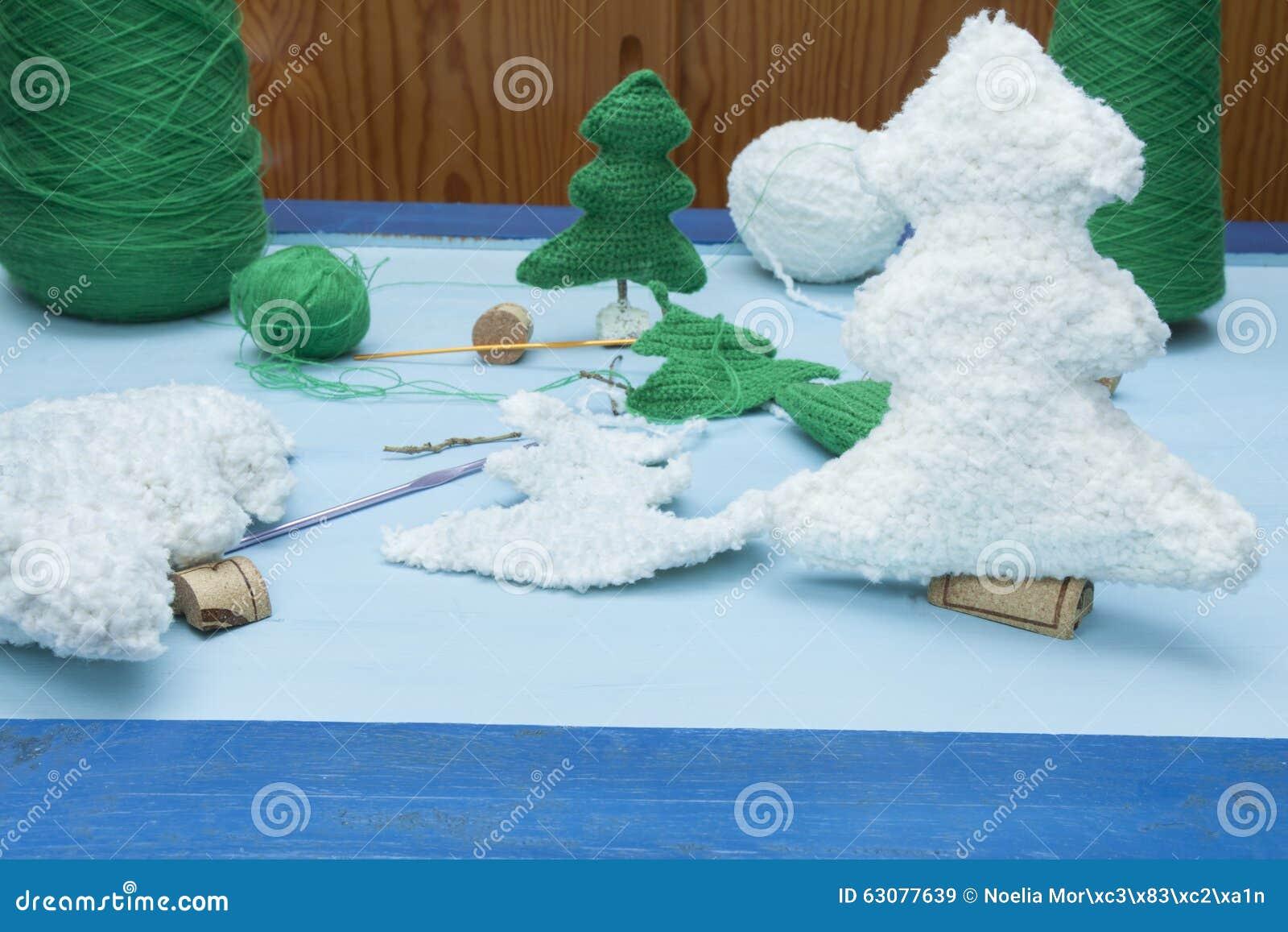 Download Métiers De Décorations De Noël : Arbres Blancs De Crochet De Vert De NAD Image stock - Image du décoratif, créativité: 63077639