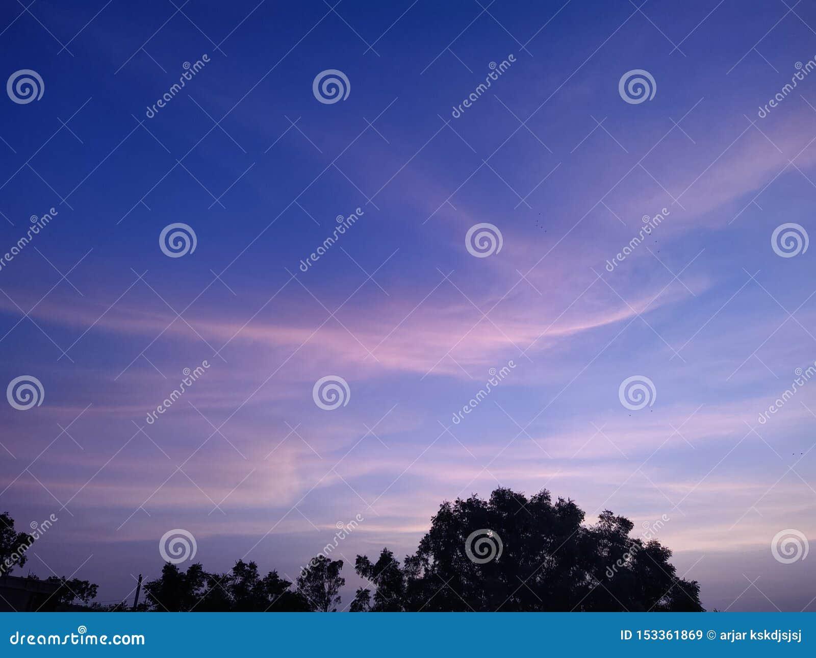 Même le ciel et stupéfier le ciel coloré