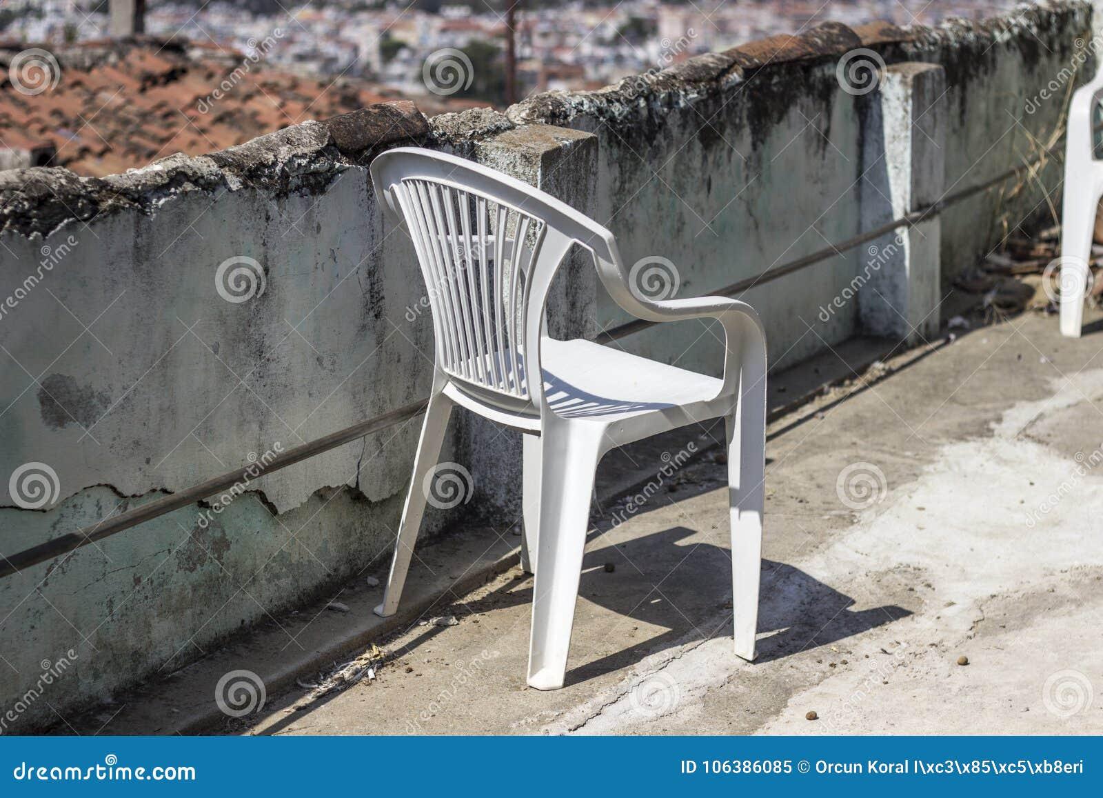 Même une chaise en plastique peut être conforme à l atmosphère traditionnelle