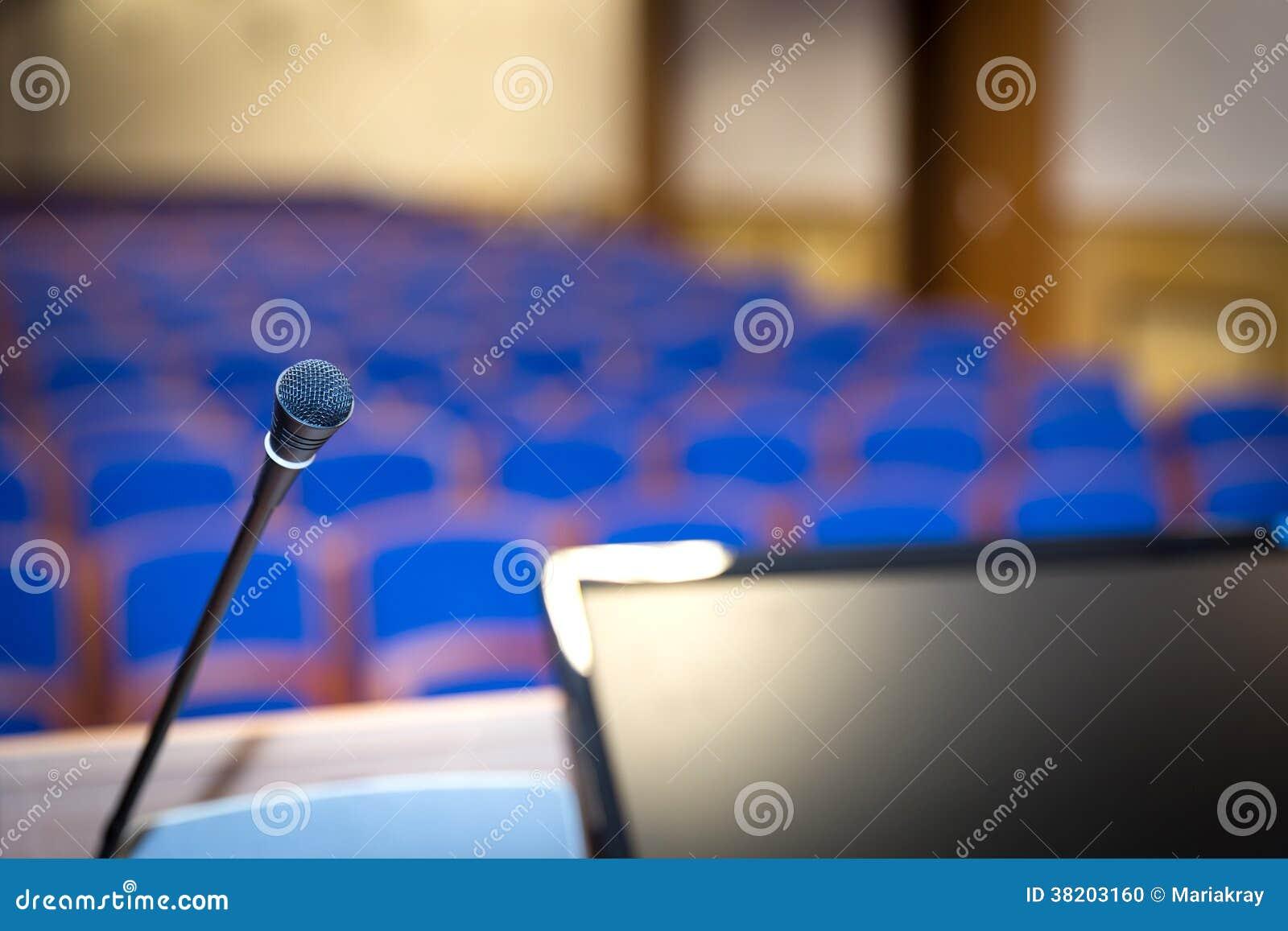 Mównica w sala konferencyjnej