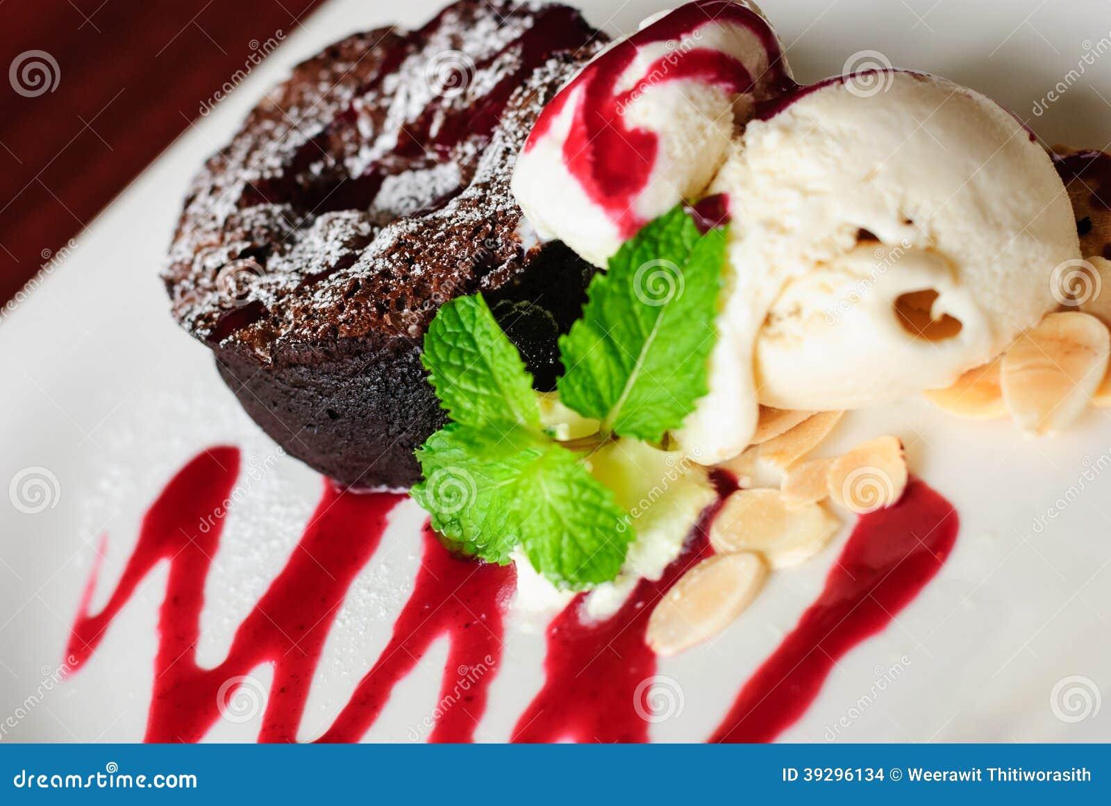 Mörk chokladkaka med Vanila glass