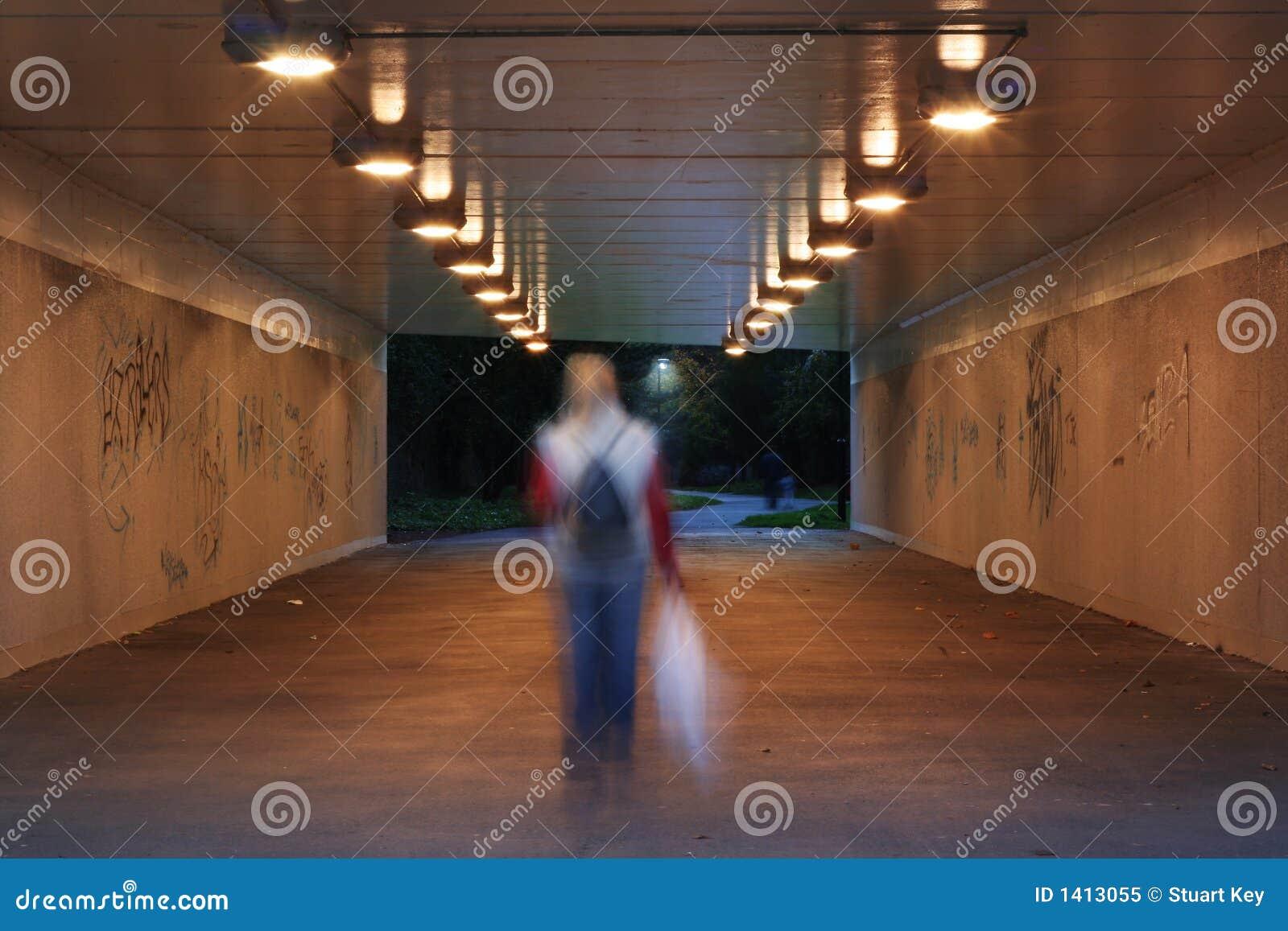 Mörk gångtunnel