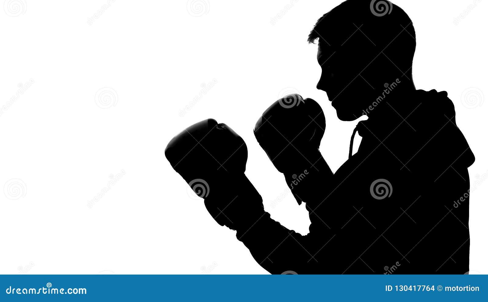 Mörk manlig kontur i huven som anfaller motståndaren, skugga-boxning självförsvar