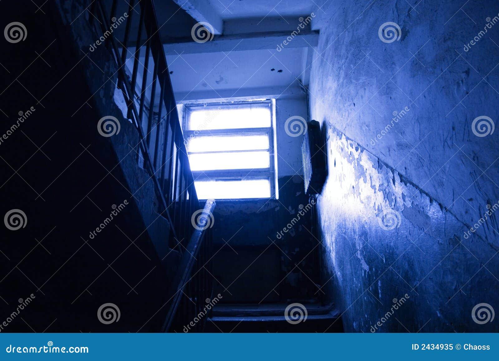 Mörk trappuppgång