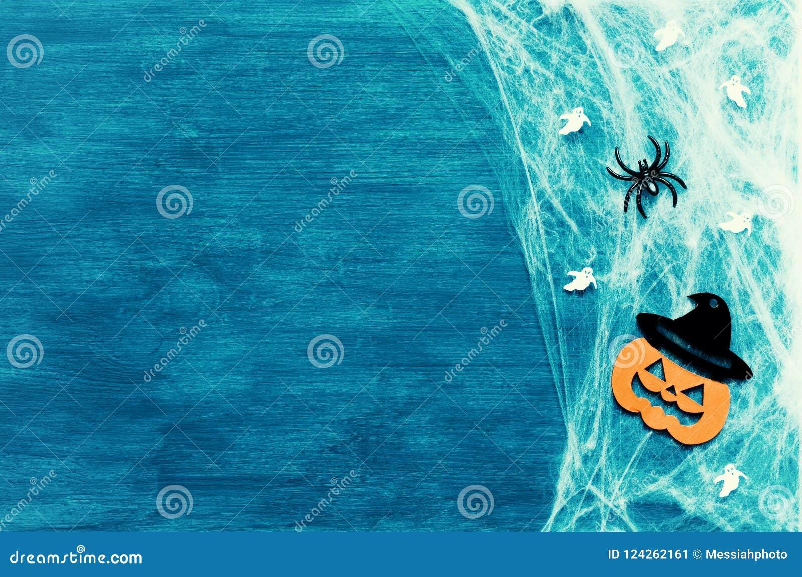 Música da noite Web de aranha, aranhas e decorações de sorriso do jaque como símbolos de Dia das Bruxas no fundo verde