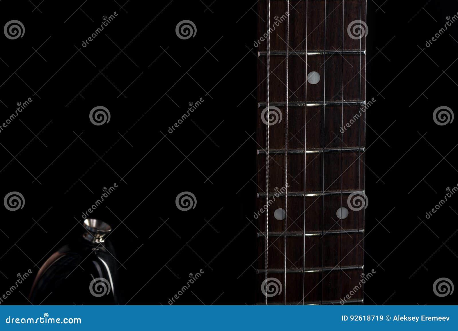 Música e arte guitarra elétrica em um fundo isolado preto quadro