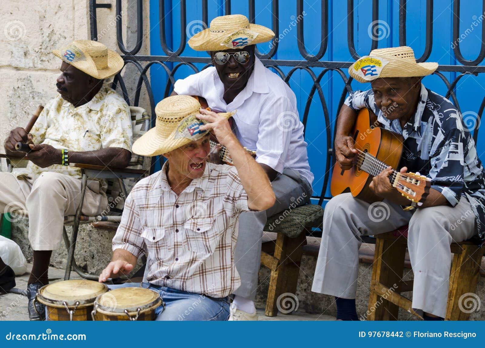 Músicos da rua em Havana, Cuba