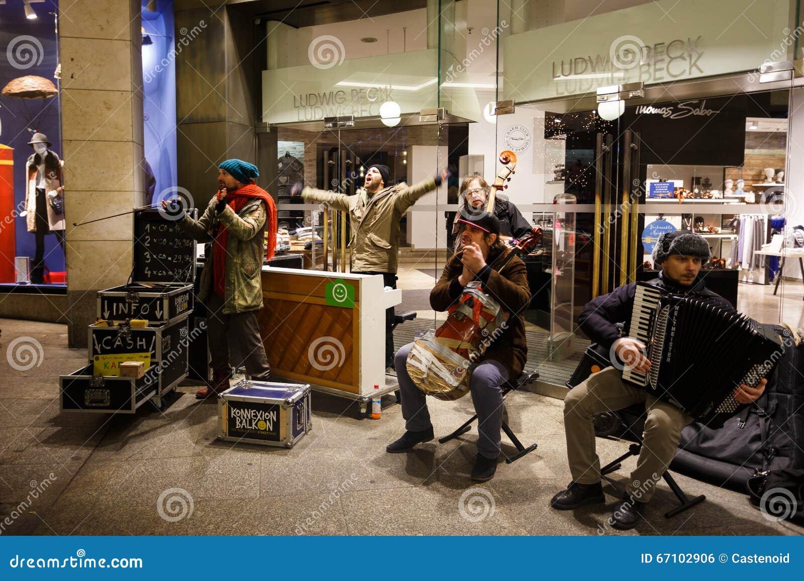 Músicos en una calle de Munich