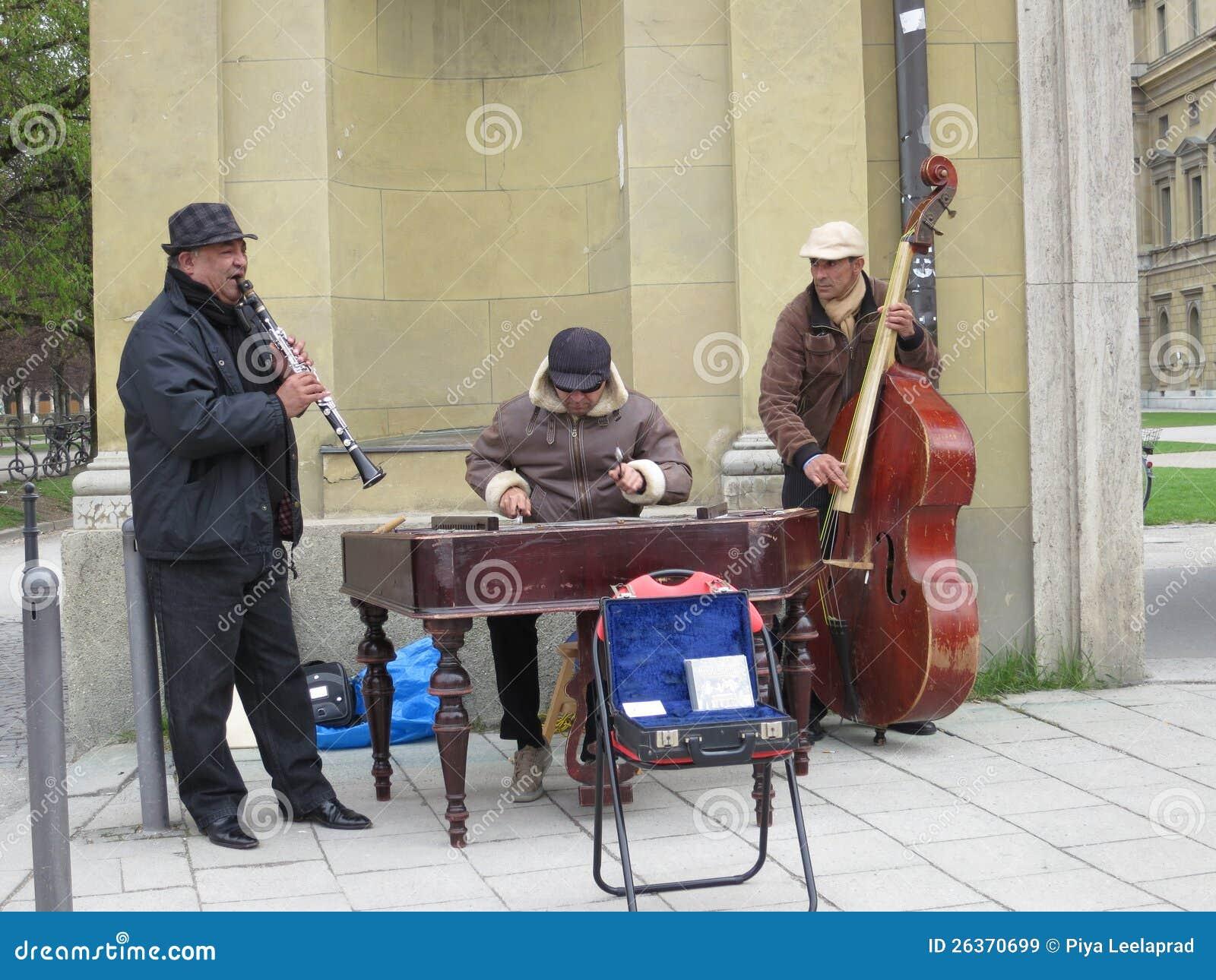 Músicos locales de la calle en Munich