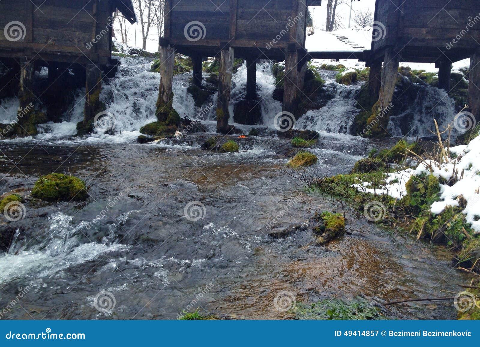 Download Mühle auf Wasser stockbild. Bild von tranquil, architektur - 49414857