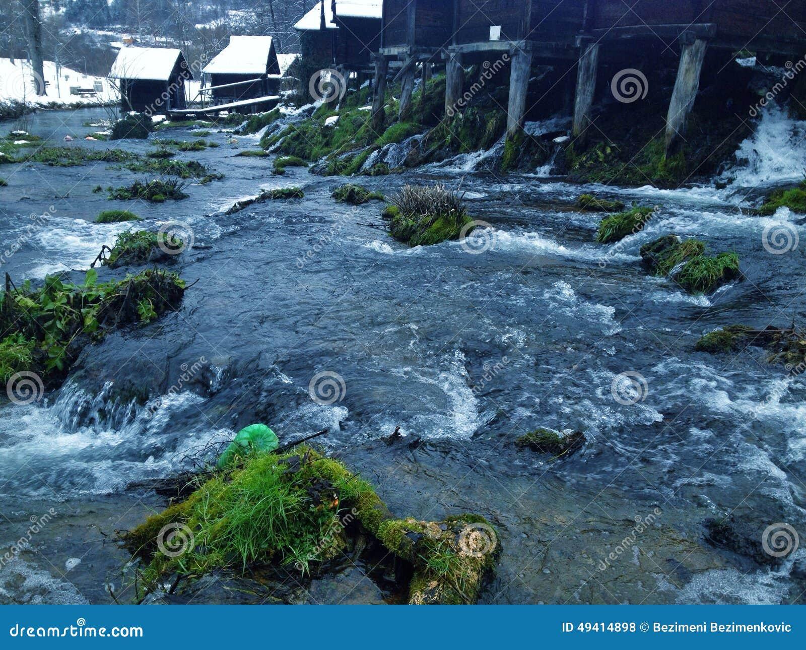 Download Mühle auf Wasser stockfoto. Bild von landwirtschaftlich - 49414898