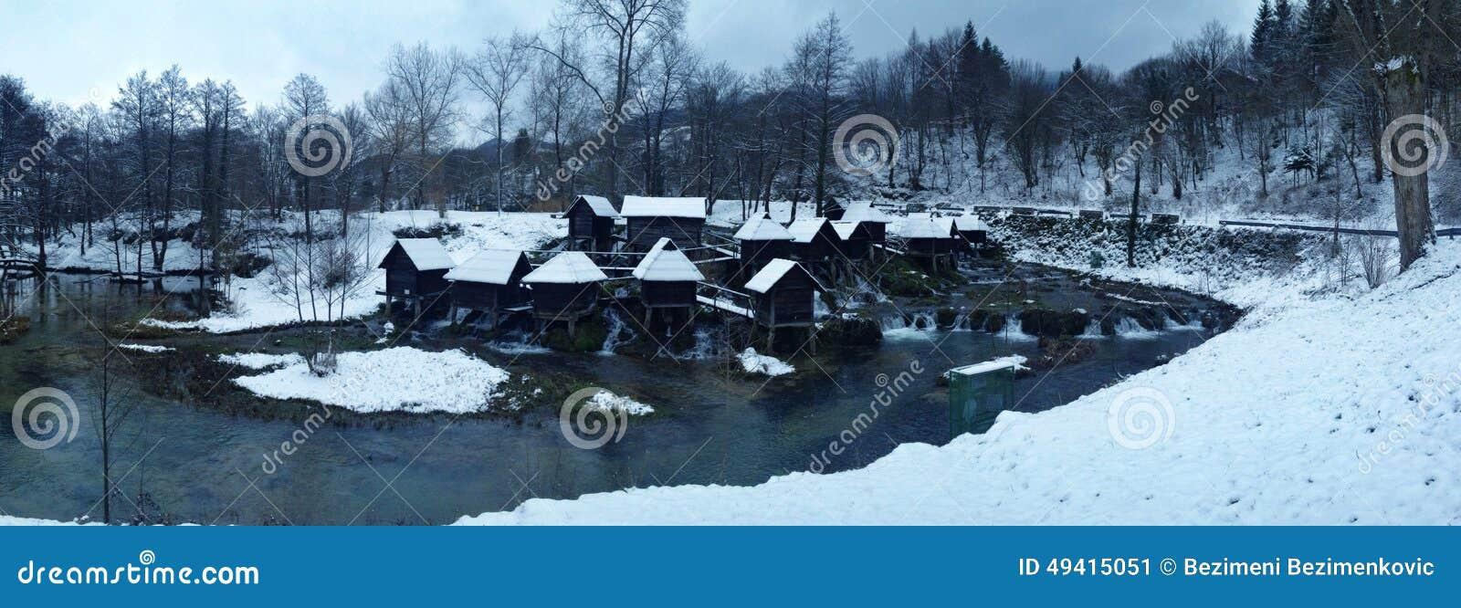 Download Mühle auf Wasser stockbild. Bild von wasser, holz, netherlands - 49415051