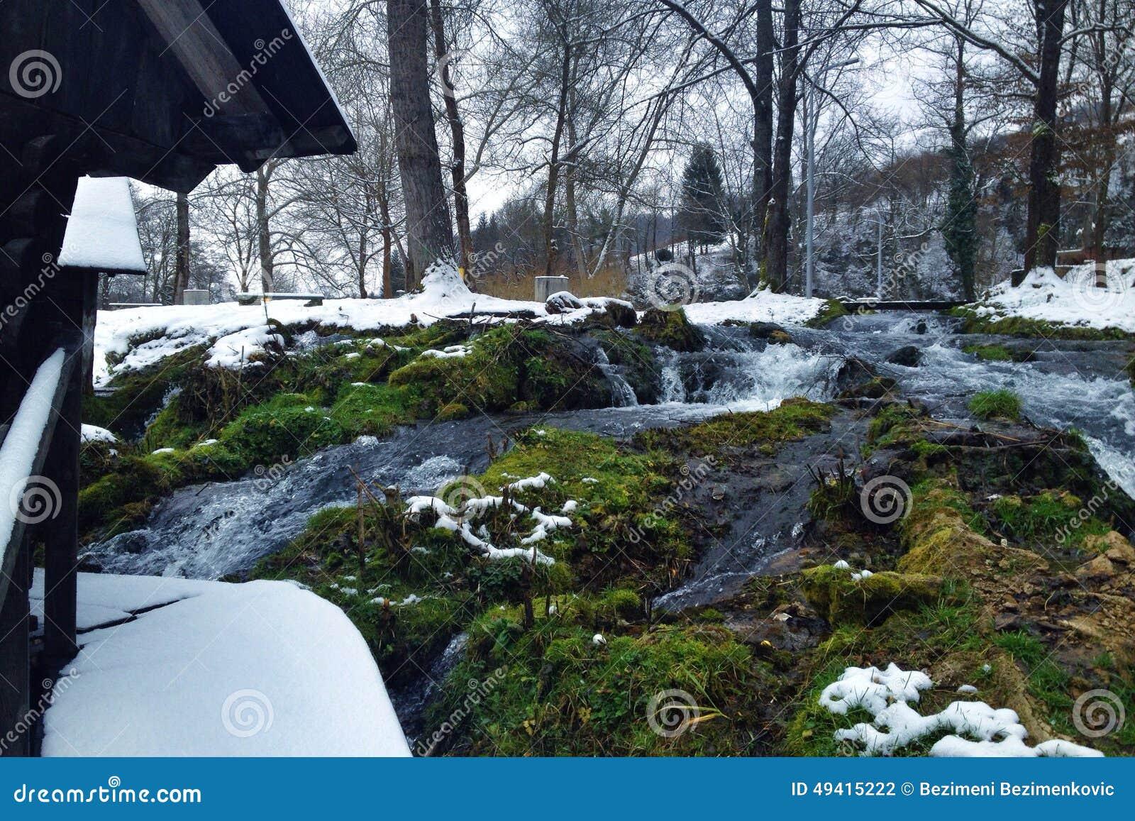 Download Mühle auf Wasser stockfoto. Bild von land, dorf, landschaft - 49415222