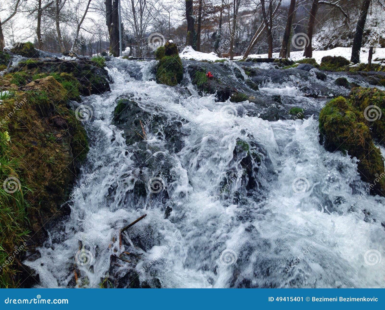 Download Mühle auf Wasser stockbild. Bild von land, tranquil, zieleinheit - 49415401