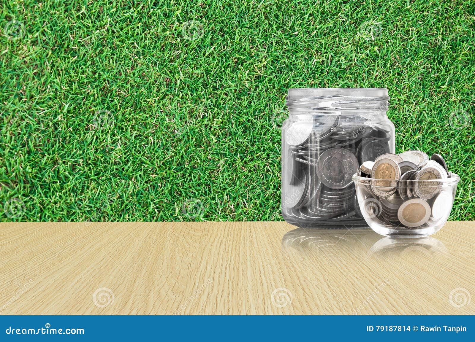 Fußboden Aus Münzen ~ Münzen in einem glasgefäß auf holzfußboden einsparungen prägt