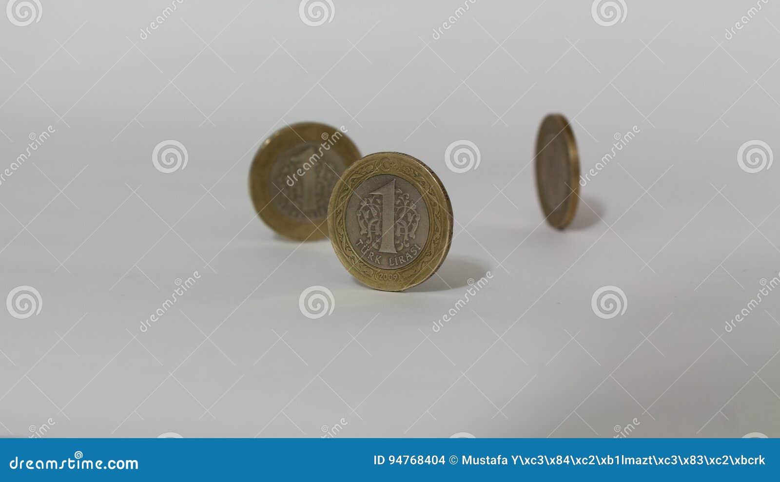Münzen Mit 1 Türkische Lira Versuchen Mit Weißem Hintergrund